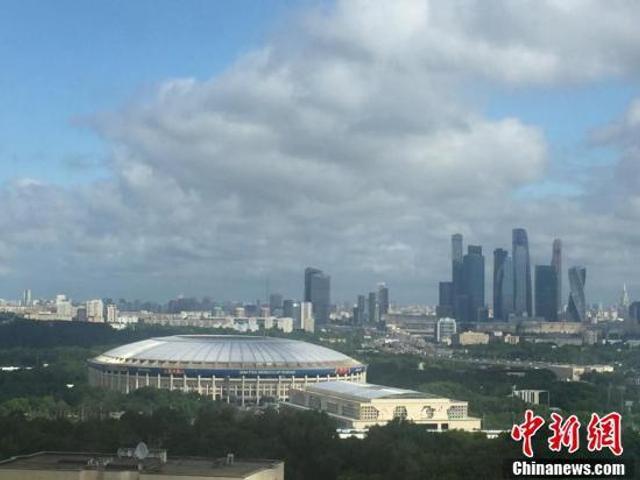 当地时间6月13日清晨,莫斯科卢日尼基体育场。2018年俄罗斯世界杯足球赛将在这里开幕。 中新社记者 毛建军 摄