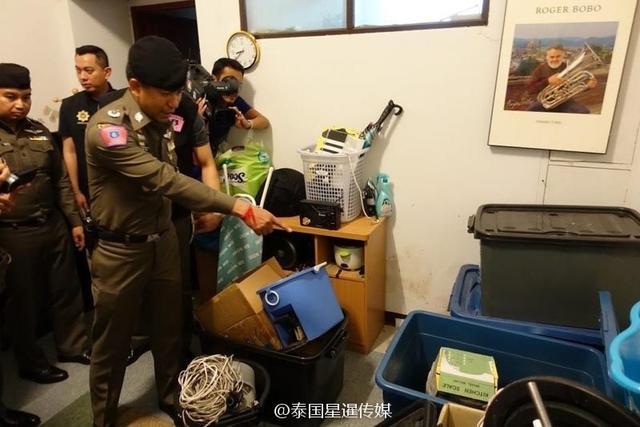 当地时间11月13日晚,泰国旅游警局代局长素拉侧警少将率领191特遣警局警察和旅游警察等工作单位人员,实地调查曼谷和周边府域7大目标区域,并捣毁一个由多名中国和泰国嫌疑人组成的电话诈骗团伙,缴获作案工具笔记本电脑和用于造出假电话号码的电子设备。嫌疑人使用这些假号码拨给受害人并谎称官方人员,以此实施诈骗。来源:泰国星暹日报