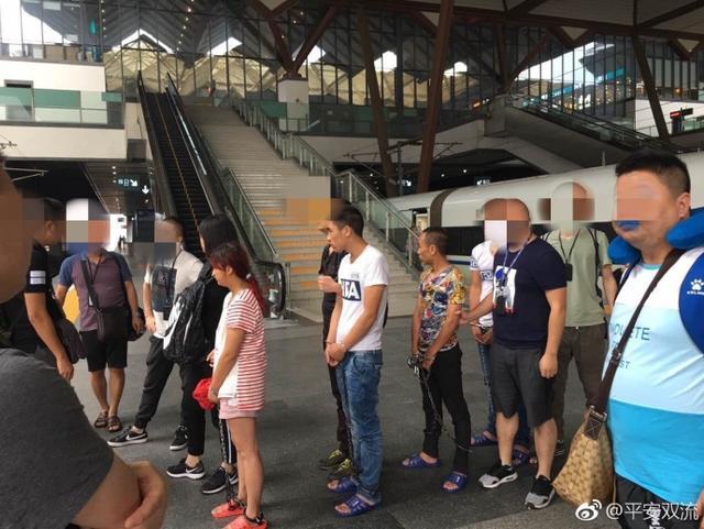 6月19日,上游新闻从@平安双流 获悉,近日,成都双流金桥镇一居民家中被盗钻戒、单反相机、手机等物品及现金1000元。
