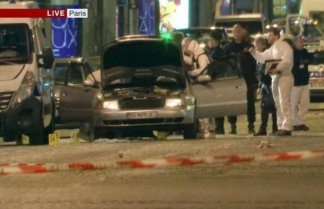 据中国新闻网报道,当地时间2017年4月20日晚法国首都巴黎著名商业街香榭丽舍大道发生枪击事件,造成警察一死一伤,枪手也被警方开枪击毙。