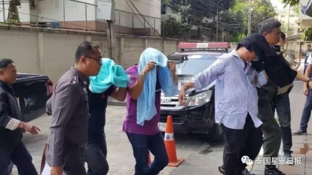 8月12日报道,泰国警方近日破获一宗高级警官和军官绑架勒索企业家案,涉事疑犯于8月11日移交法院,警方要求羁押等待起诉。同时另有4名中国籍商人报案,称同样遭疑犯勒索,涉案金额逾1200万泰铢(240万人民币)。图文:泰国星暹传媒