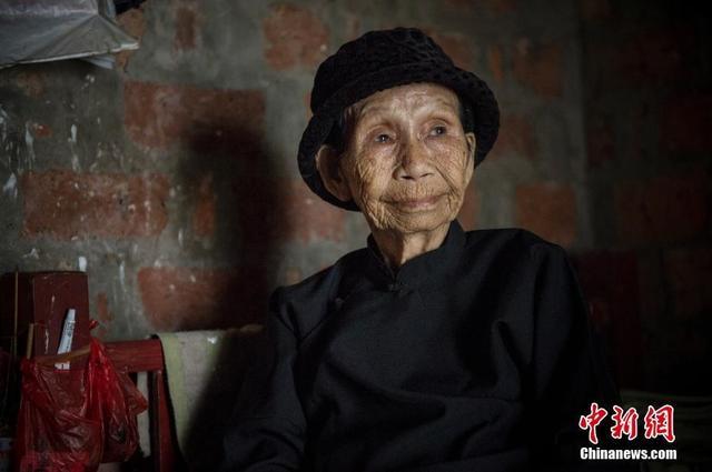 """8月12日晚上9时许,海南""""慰安妇""""事件受害者、赴日状告日本政府原告之一黄有良阿婆在海南省陵水黎族自治县英州镇的家中含恨去世,终年90岁。图为黄有良生前资料图。"""