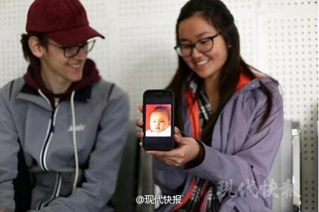 2017年2月14日,一名黑头发黑眼睛的华裔女孩拿着这张证明来到宝塔桥派出所,向民警表达了想寻找亲生父母的愿望,由此翻开了20年前的那个故事……