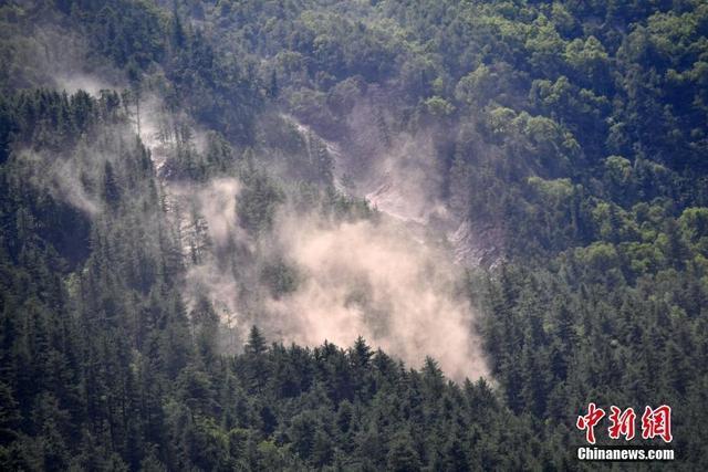 据国家地震台网官方消息,截至8月11日8时0分,共记录到余震总数为2318次,其中6.0—6.9级地震0次,5.0—5.9级0次,4.0—4.9级3次,3.0—3.9级23次,目前最大余震4.8级。 中新社记者 张浪 摄