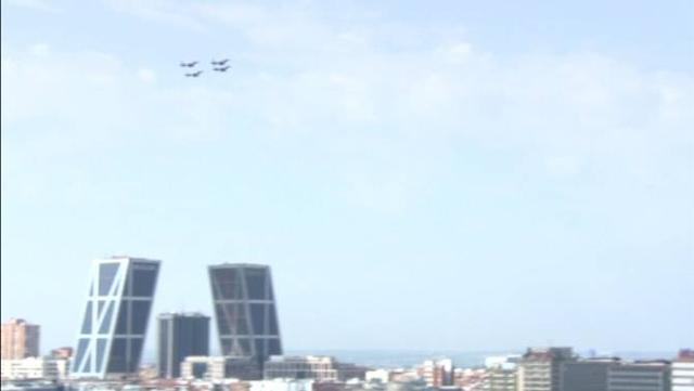 据外媒12日报道,西班牙空军的一架台风战斗机在参加国庆阅兵时,在位于西班牙西南部阿尔瓦塞特省的洛斯亚诺斯空军基地附近坠毁。报道称,由于飞行员未能及时弹射逃生而丧生。来源:环球网