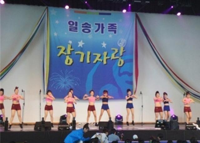 11月14日报道,韩国一家医院在年度活动上强迫护士穿暴露的服装跳舞。韩国护士协会于13日发谴责声明,促使政府立法保障护士权利;与此同时,韩国劳动部门对此表示会调查事件。