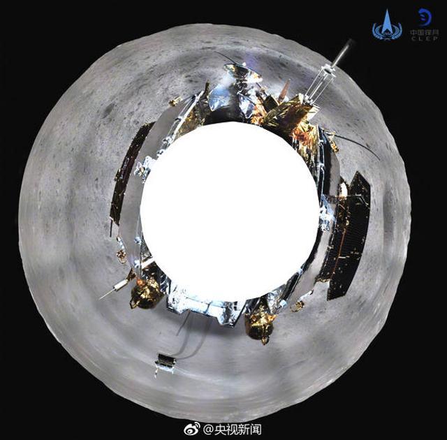 """1月11日报道,记者从国家航天局获悉,截至1月11日8时,嫦娥四号着陆器、玉兔二号巡视器和""""鹊桥""""中继星状态稳定,各项工作按计划实施。着陆器上配置的地形地貌相机完成了环拍,科研人员根据""""鹊桥""""中继星传回的数据,制作了清晰的环拍影像图。来源:央视"""
