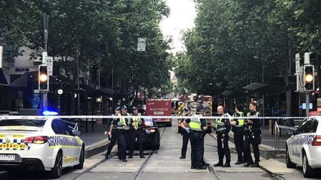 据澳大利亚媒体11月9日最新消息,墨尔本布尔克街传出连续爆炸声,汽车起火。警方将现场封锁,事故附近商业活动已经暂停,人们被要求留在室内。来源:环球网 记者 张骜