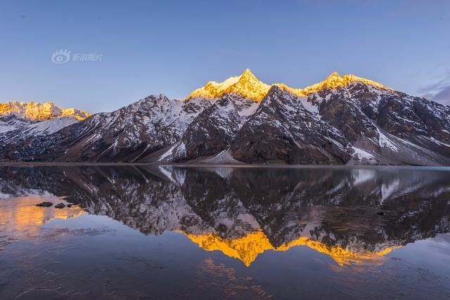 """""""新浪爱拍周选特刊:带相机看世界"""" 精选""""你好,世界!""""全球旅行摄影大赛近一周投稿作品。大赛面向全球华人摄影爱好者,征集旅行途中拍下的难忘记忆与美丽风景。《金色然乌》摄影:@西藏旅游--雪域传奇  拍摄于西藏然乌湖。一个惊艳了全世界的地方。"""