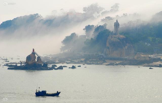 2015年,中国摄影家协会组织、中国摄影出版社具体编辑的《中国岛屿影像志》,是国内首部系统、全面、可视的岛屿影像资料。涉及历史、政治、艺术、经济、文化、外交等多个领域,具有极高的艺术性和资料性。目前该图书正在有条不紊的进行制作中。 《鼓浪烟雨》摄影:陈伟凯   拍摄于福建鼓浪屿