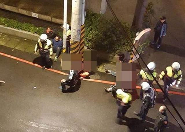 2月11日晚7时50分,台湾新北市警土城分局侦查队10名警员驾车追捕一名35岁赖某通缉犯时,在大街上向赖某座驾连开26枪,最终迫停其座驾。赖某屈服就逮,事件中无人受伤。