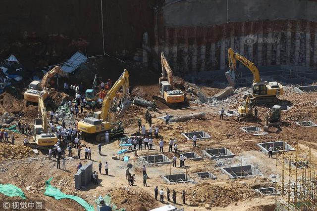 2018年9月7日消息,济南。济南市奥体西路解放东路一工地9月7日发生塌方事故,事故造成致2人死亡,4人受伤。(来源:中国新闻网)