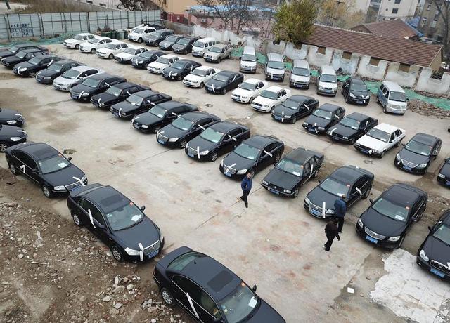 2018年12月5日上午9时,山东泰安,第二批泰安市市级事业单位94辆公车在中国拍卖行业协会网络拍卖平台进行拍卖,8辆公车起拍价仅500元!