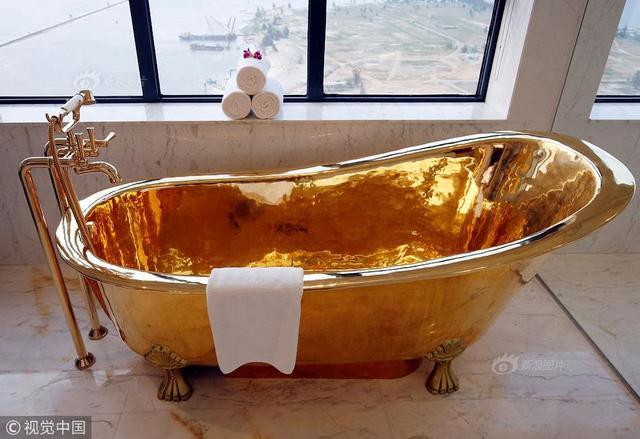 当地时间2018年4月13日,越南岘港,金色海湾岘港酒店内的黄金浴室。