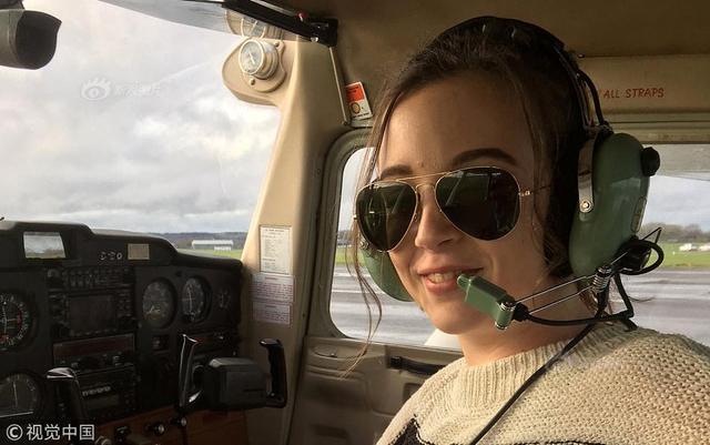 英国北德文郡,一个叫埃莉·卡特的女生从她能开口说话以来,就一直梦想着独自飞行,近日,14岁的她成功做到了,成为英国最年轻的女滑翔机飞行员。