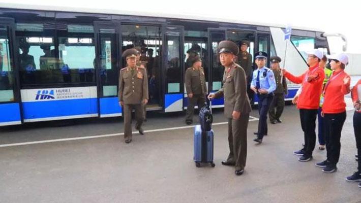 朝鲜代表团着军装入境中国