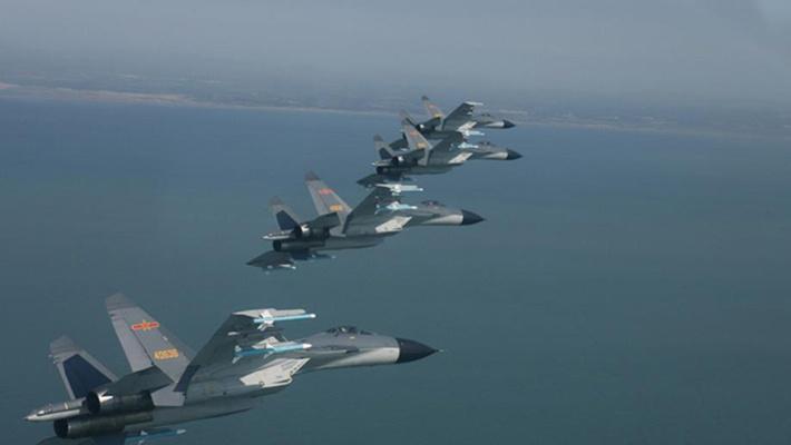 中美战机同日现身南海