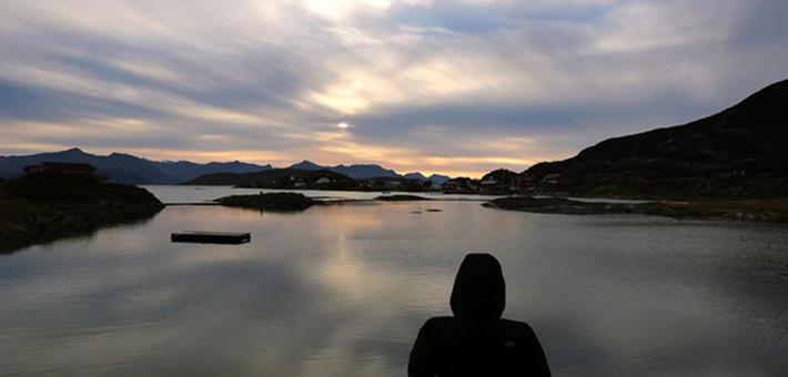 69天日不落 挪威夏日岛迎来极昼