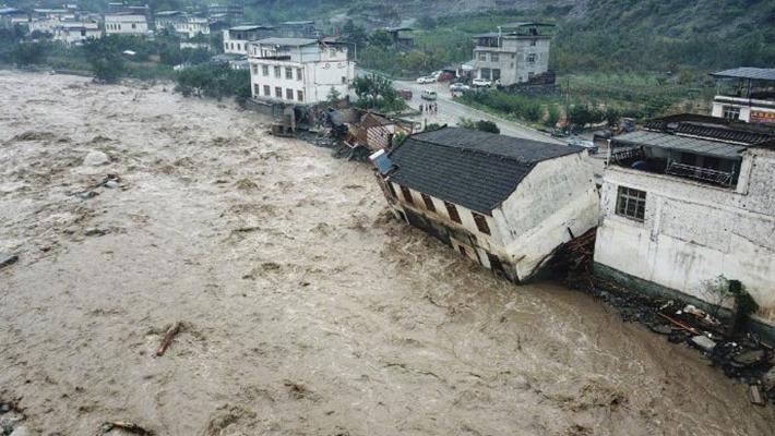 汶川遭暴雨泥石流 房屋被冲倒