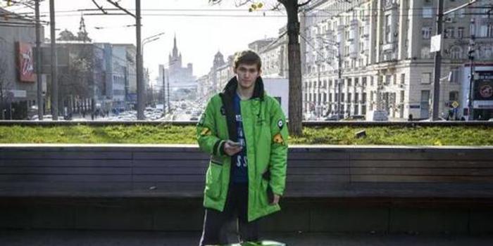 """俄羅斯21歲外賣小哥猝死 死后還因""""曠工""""被罰款"""