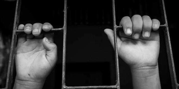 3名未成年人捂死女店主:刑法管不了其他没人管