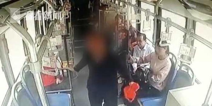 6旬男子錯過站點 鎖喉司機致公交失控被刑拘