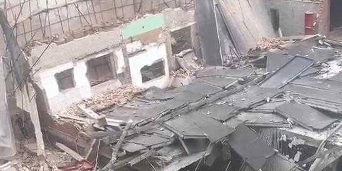 上海昭化路一改造建筑發生坍塌 有人被埋