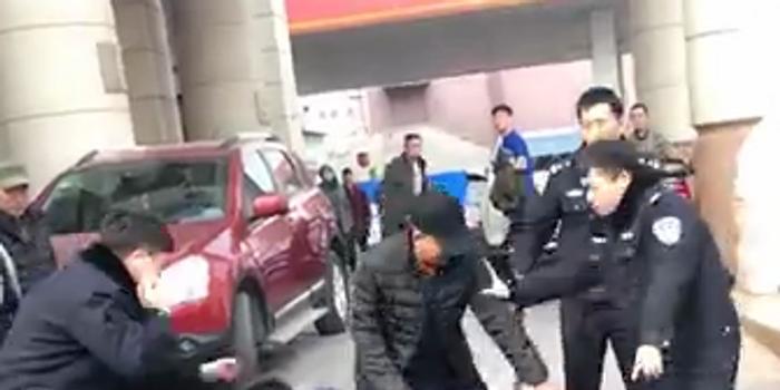 沈陽一男子持刀傷人襲警拒捕被擊斃 民警負傷
