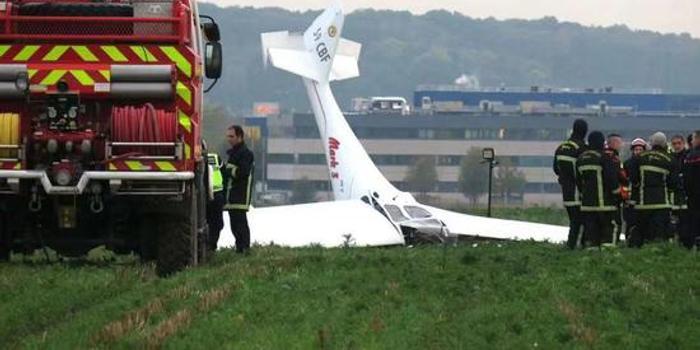 法國巴黎墜機致2人身亡 系兩個月內第四起