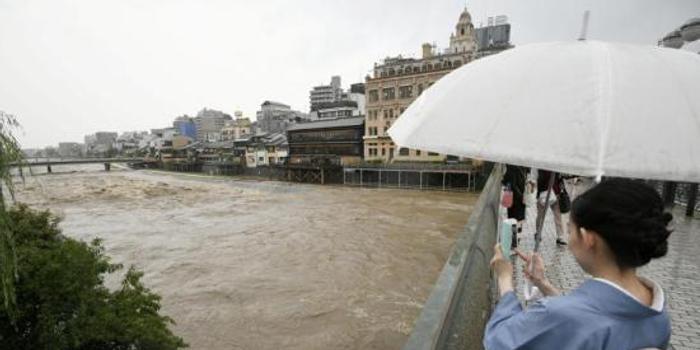 韩国中部的暴雨已造成5人死亡,8人失踪