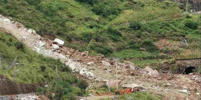 雙色球免費預測專家_成昆鐵路甘洛段突發山體崩塌 24人遇險11人已獲救