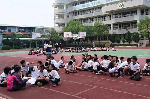 台湾花莲6.7级地动 学生操场流亡