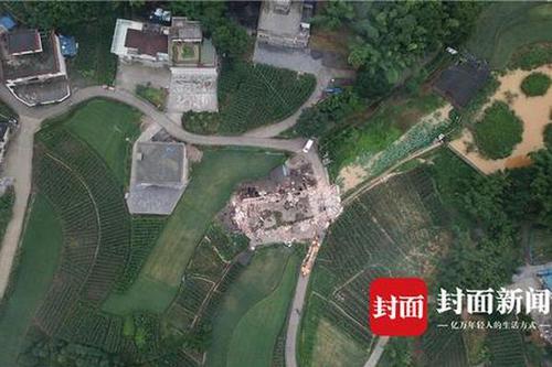 航拍四川宜宾地动:7岁男孩遇难 二层小楼变成废墟