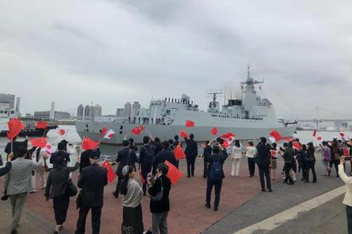太原舰返航途中 与日本舰艇结合练习