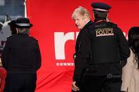 英国首相鲍里斯·约翰逊视察伦敦桥恐袭现场