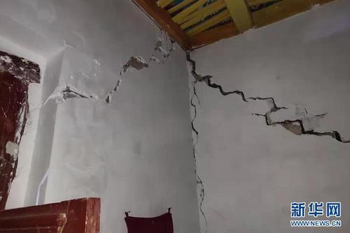 新疆喀什地区伽师县产生6.4级地动 村平易近房屋现裂缝