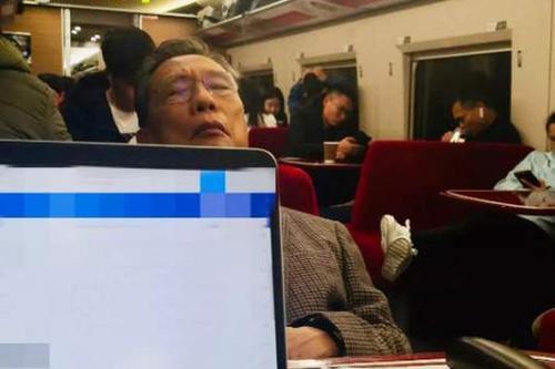 83岁钟南山挤高铁餐车赶赴武汉防疫最前哨