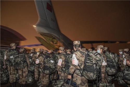 大年夜年节夜 450名军医乘军机驰援武汉