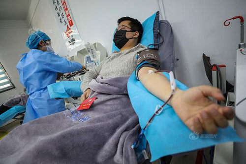 新冠肺炎康复大夫献血救人