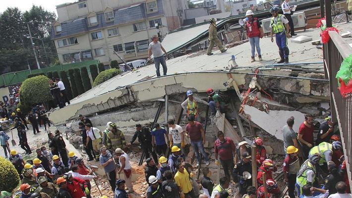 墨西哥地震学校倒塌百人失踪
