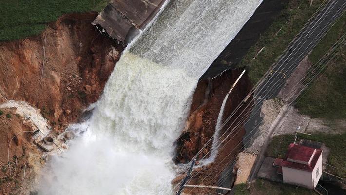 波多黎各水坝溃决 7万人疏散