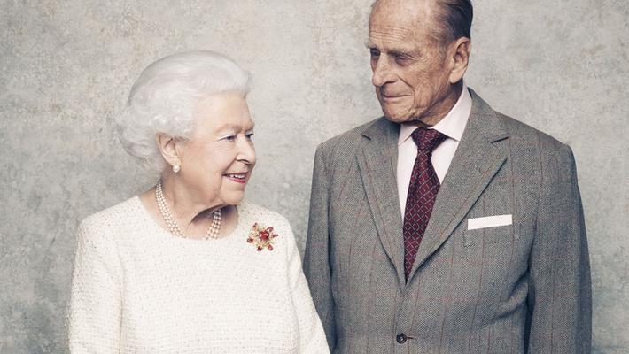 """英王室庆女王70年""""白金婚"""""""