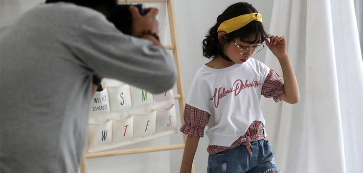 小模特年入百万 1小时拍16套衣服
