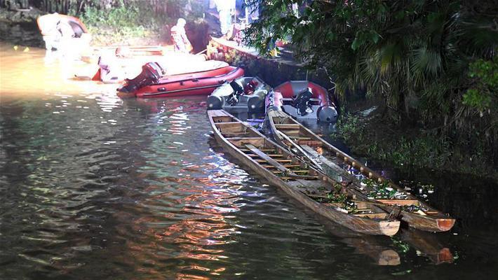 广西桂林两龙舟翻船 17人遇难
