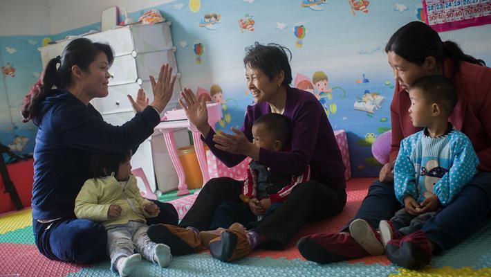 村里的早教:重要的是教奶奶们
