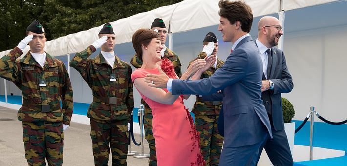 特鲁多避开比利时首相亲吻其女友