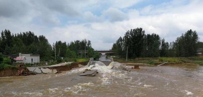 超强暴雨致徐州一观光路垮塌近百米