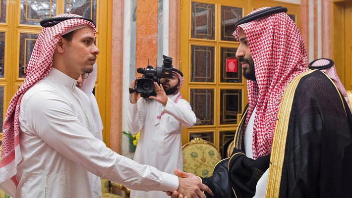 沙特国王接见遇害记者家人