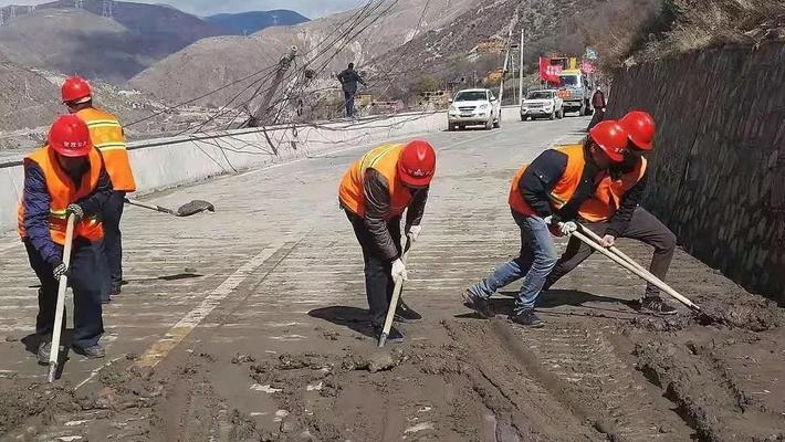 堰塞湖泄流致交通设施损毁