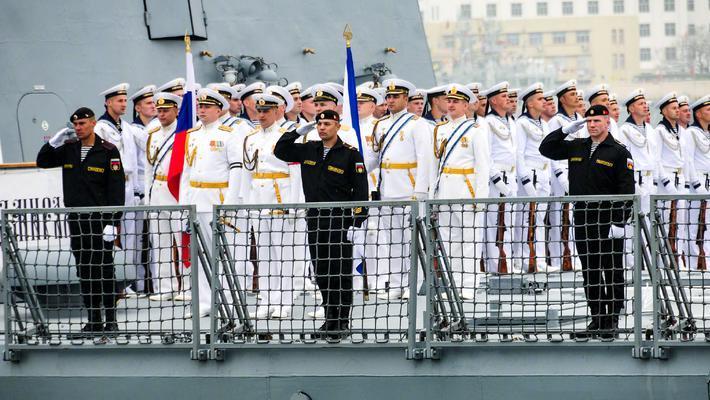 11国海军16艘舰艇抵达青岛
